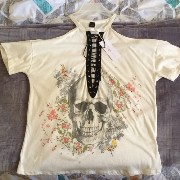The Classic Tops - Skull in bloom graphic tee
